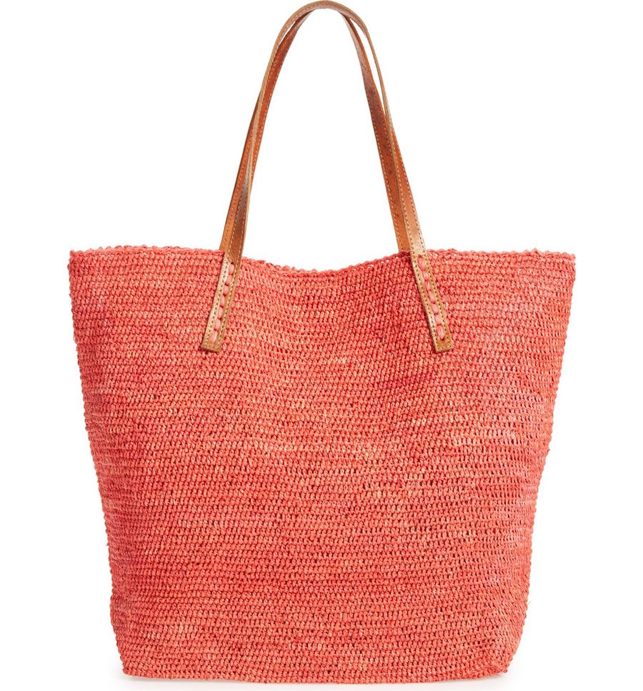 Mar Y Sol's packable beach bag makes it that much easier to have style options on your travels