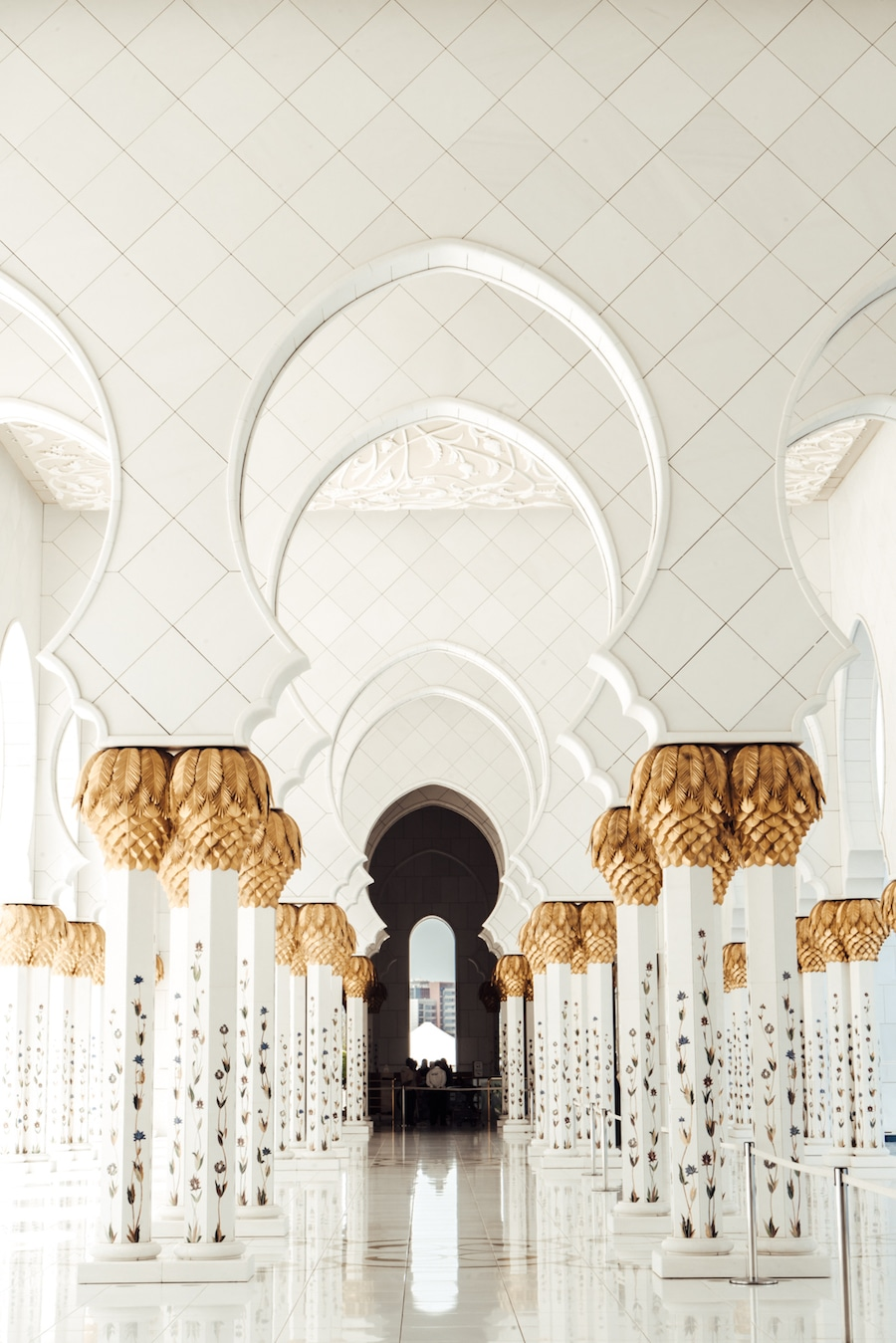 Everything You Need To Know Before Visiting Abu Dhabi S Sheikh Zayed Mosque Live Like It S The Weekend