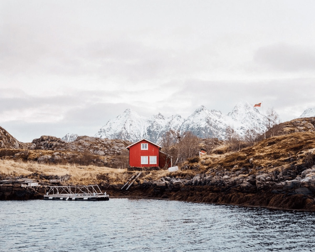 What it's Actually Like to Visit Norway in Winter (Spoiler Alert: The Sun Doesn't Rise)! Visiting Norway in Winter | Where to see the Northern Lights | Norway in December | Christmas in Norway | Polar Night | Arctic Circle in Winter | Where the sun doesn't rise | How dark is Norway in winter | What to do in Norway winter |