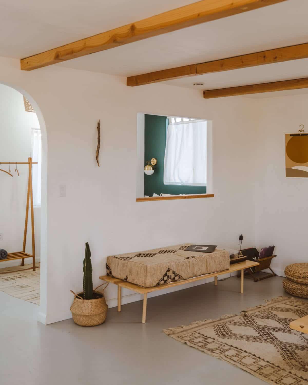 A Cozy Remote Stay at El Rancho Joshua Tree