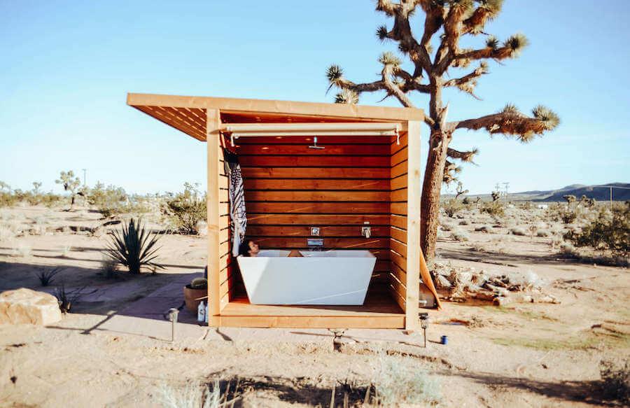 Luna Vista Ranch outdoor bathtub