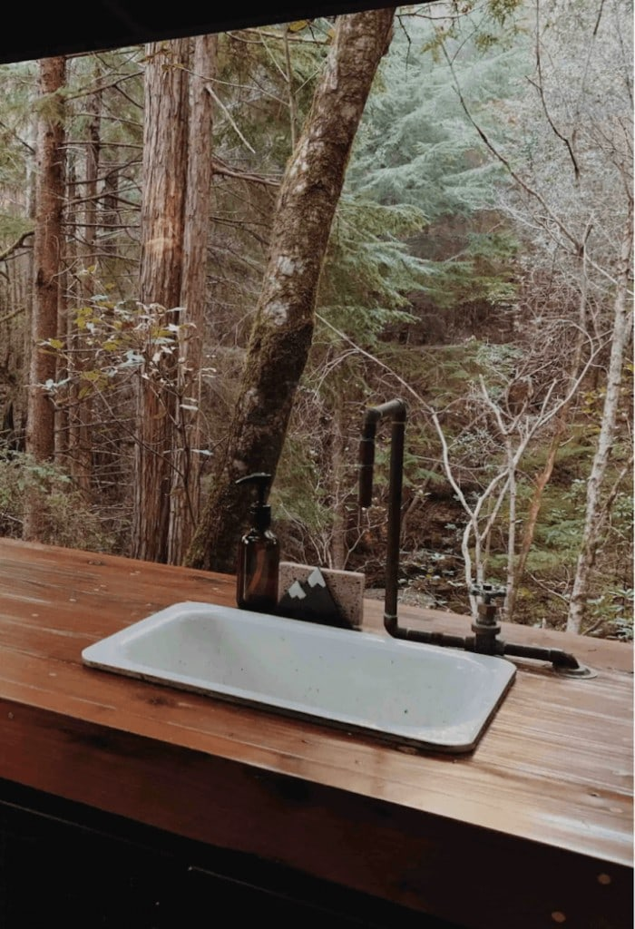 Forest camping hut Airbnb in Elk, California