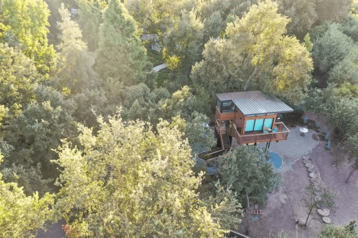 Aerial view of Sierras treehouse