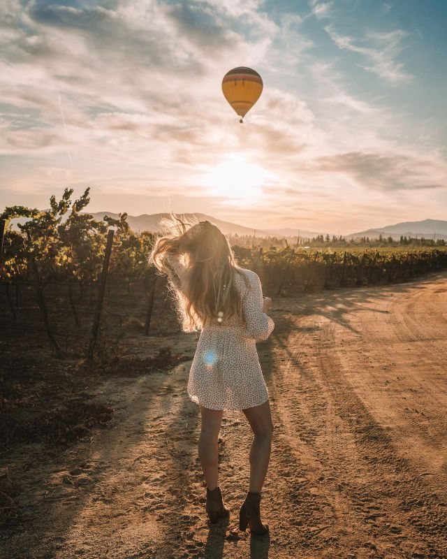 What goes into creating a single Instagram image?  It's been a minute since I shared a before + after and some editing behind the scenes, so here's a little sneak peek. Swipe 👉🏼  And this is just the editing process. There's also location scouting, wardrobe, timing with weather and lighting (and in this case a hot air balloon), setting up the composition, and then the actual shooting process itself, which sometimes nails it on the first go, but way more often than not involves a lot of trial and error of different poses, angles and trying to catch the light just right.  For every one image that makes it to the gram, I probably have about 100 that never see the light of day 😅  Wearing: @faithfullthebrand at @carterestatewinery in @visittemecula 🍷
