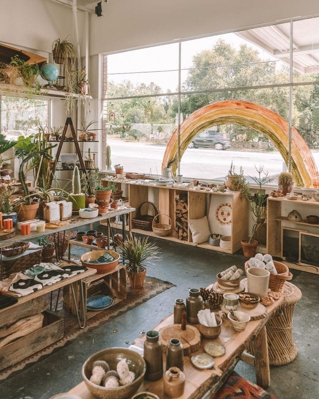One of my favorite pastimes—hunting for cute shops in every new place I visit. Meet @shopsummercamp 🤩  The complete Ojai Guide is now live on the blog! This cute town is less than 2 hours north of Los Angeles and is perfect for a weekend getaway filled with poolside lounging, eating and wine tasting, and scouring for unique treasures at places like this 👆🏼  If you're looking for a destination that doesn't require a lot of planning or filling your itinerary to the brim, Ojai is about as chill as it gets 🌟  Have you been to #Ojai?