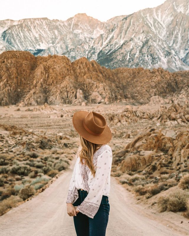 On the Road Again 🎶 Feels so good to be back on the road again 🙌🏻  Today is our first full day in Utah. Might be a minute before I can upload pics from this trip (this one is from last year in Alabama Hills), but follow along on stories if you want to see what me and @amyseder @bburkley are getting up to!  So far we've picked up our Jeep for the next 2 weeks, checked into the @achotelslc, stuffed our faces with Mexican food and biscuits, and explored some of the architecture around SLC.  Leave recs and must-dos for Salt Lake City, Moab and the surrounding areas pretty please 🙏🏻🙏🏻