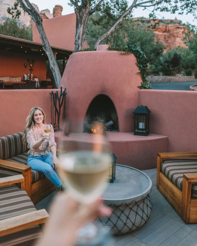 Earned this glass of wine and then some after all the hiking we did in Sedona! 3 days into it and my legs felt like jelly. What's your go-to naughty reward after putting in that hard work? @enchantment_resort @kiwicollection #carewhereyoustay #enchantmentresort